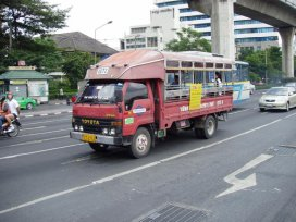 Příměstský autobus