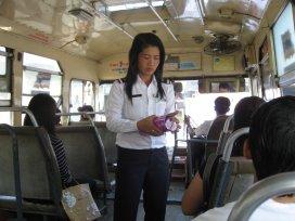 Průvodčí v autobusu