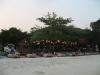 Večer se pláž promění v restauraci (Ko Samet)