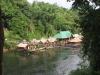 Lávka přes řeku Kwai v národním parku Sai Yok