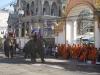 ... i mnichů