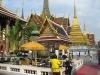 Wat Phra Kaeo, obětní dary, vonné tyčinky, ...
